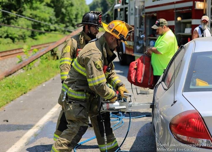 MVA WITH CONFINEMENT ON STATE ROUTE 147